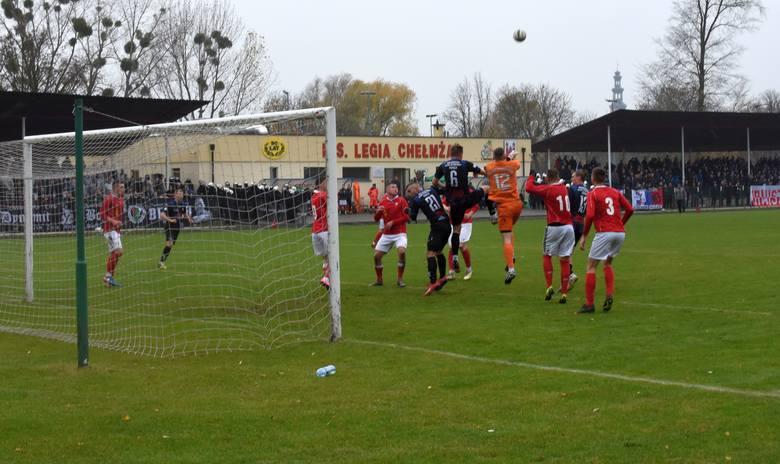 W meczu 15. kolejki IV ligi Legia Chełmża zremisowała z Zawiszą Bydgoszcz 1:1. W pierwszej połowie gospodarzy na prowadzenie wyprowadził Bartosz Pawkin
