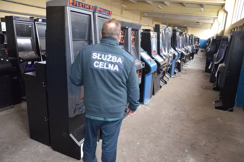 Automaty do gier kuszą studentów i seniorów... [wideo]