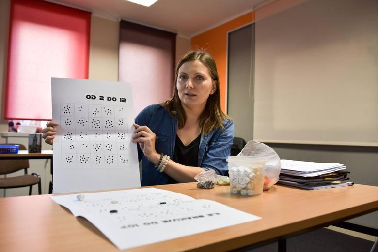 Słomki, klocki, kropki i guziki mogą służyć do nauki matematyki