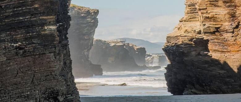 Playa de Las Catedrales uchodzi za jeden z cudów hiszpańskiego świata, cud tym piękniejszy, że każdego dnia inny
