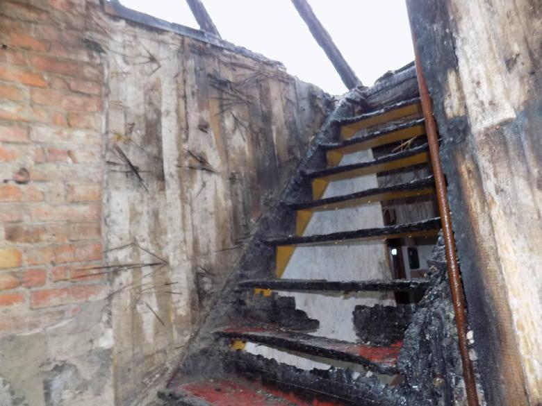 Tak wygląda teraz spalona kamienica przy ul. M. Curie-Skłodowskiej. Odszkodowanie wystarczy zaledwie na dach.