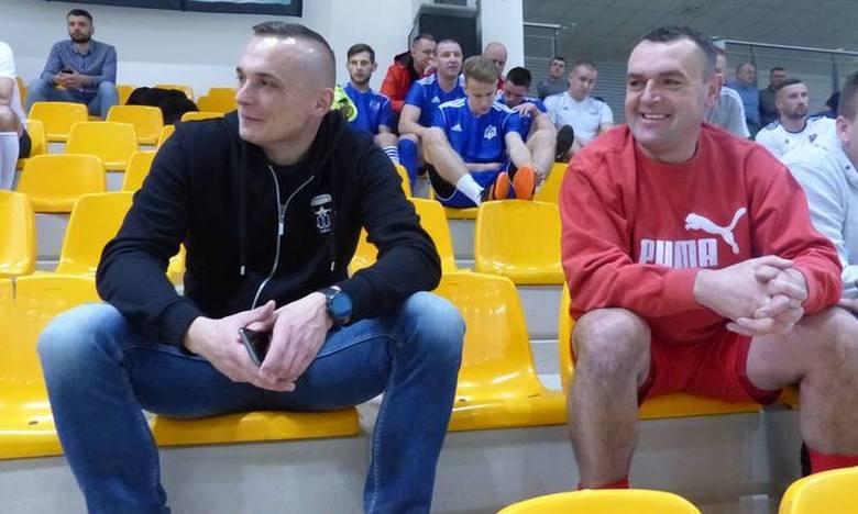 Marcin Kuś (z lewej) podczas Turnieju Trójek w Kielcach. Obok Grzegorz Piechna.