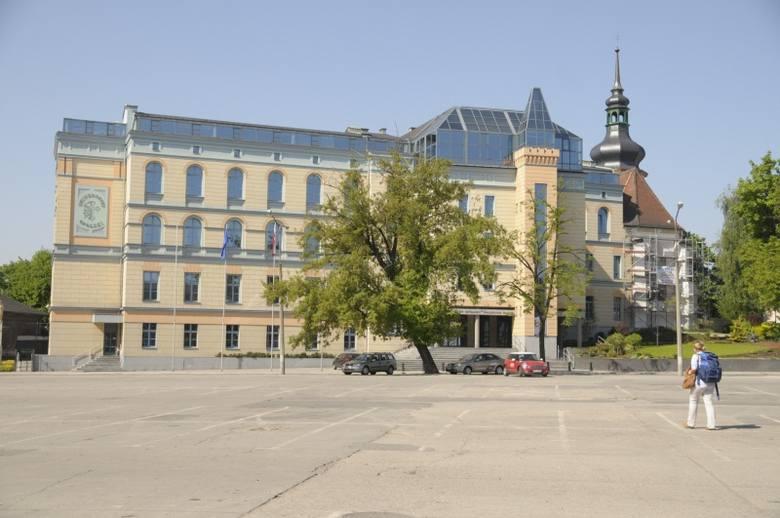 Uniwersytet Opolski, Collegium Maius na placu Kopernika.