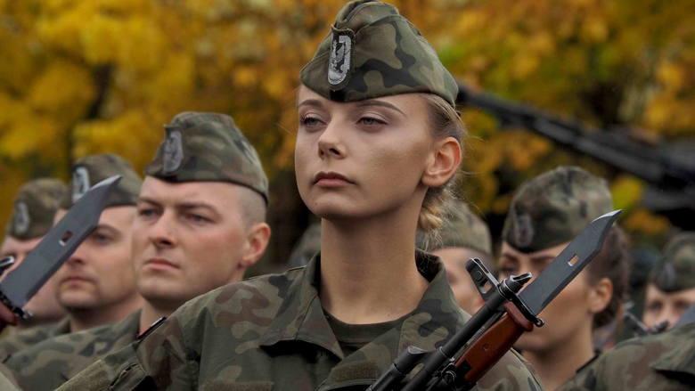 W sobotę w Centrum Szkolenia Sił Powietrznych w Koszalinie odbyła się uroczysta przysięga żołnierzy służby przygotowawczej. Przysięgę wojskową na sztandar