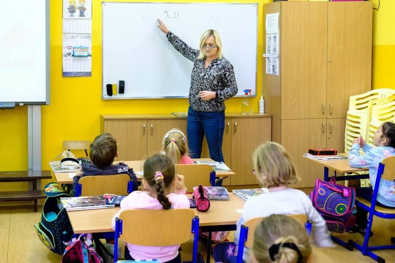 W szkołach podstawowych pozostaje nauczanie w klasach
