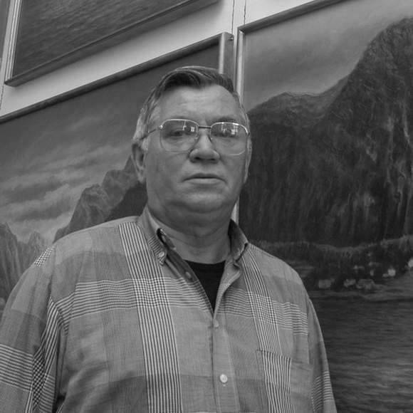 artysta malarz, znany przede wszystkim z prac o tematyce marynistycznej, wieloletni prezes i wiceprezes Związku Polskich Artystów Plastyków Okręgu Koszalin
