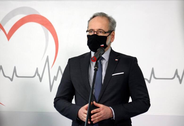 Dziś (10.06) minister zdrowia Adam Niedzielski oraz premier Mateusz Morawiecki przedstawili kolejne etapy znoszenia obostrzeń w Polsce. Okazuje się,