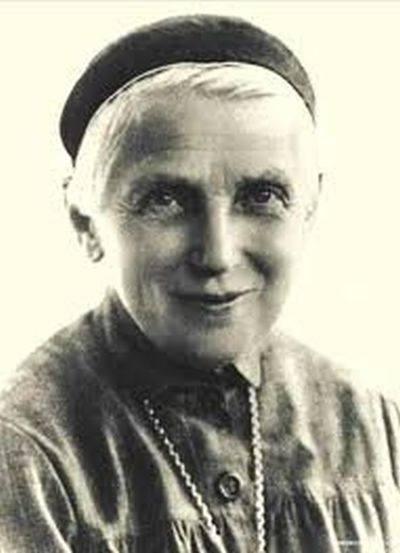 Święta Faustyna Kowalska jest dziś patronką Łodzi. Ma w Łodzi pomnik, który jest też fontanną