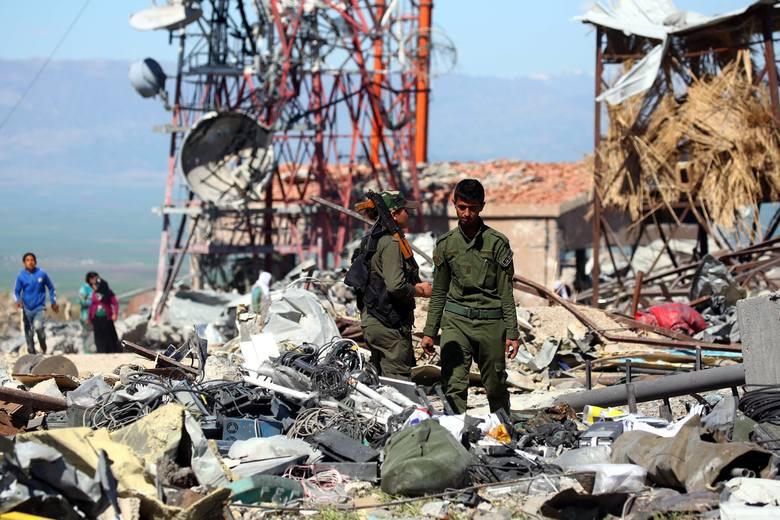 Zbombardowane pozycje kurdyjskich bojowników w pobliżu miasta Derik w północno-wschodniej Syrii