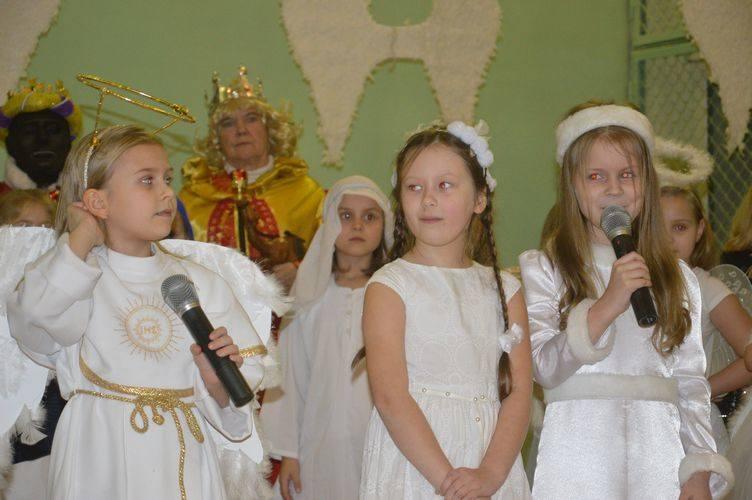 Koncert kolęd i pastorałek w Szkole Podstawowej nr 2 [ZDJĘCIA]