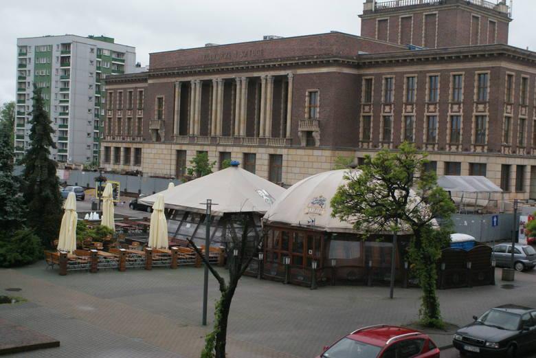 Na placu Wolności w centrum Dąbrowy Górniczej od lat było kilka letnich ogródków