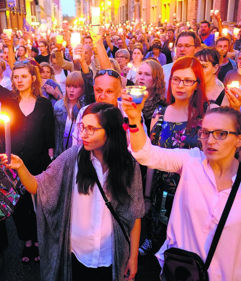 Ostatnie protesty w obronie sądów zmobilizowały młodzież, by wyszła na ulicę