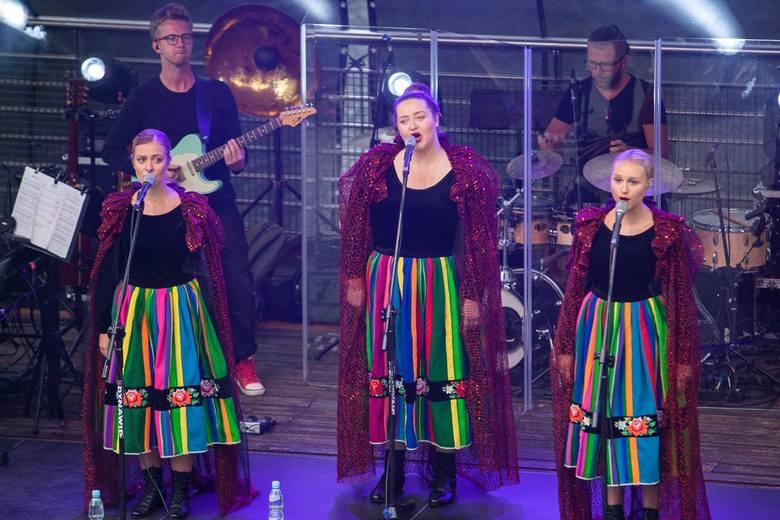 Niedzielny koncert Tulii zainaugurował Rzekę Muzyki 2019. W amfiteatrze Opery Nova nad Brdą zaśpiewał zespół reprezentujący Polskę podczas tegorocznej