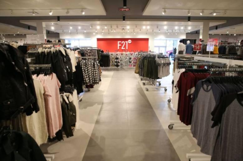 4c3fa1dc Tych sklepów we Wrocławiu jeszcze nie było. Będą we Wroclavii. Forever 21 –  sklep z ubraniami przede wszystkim dla młodzieży. Kurtki kupimy tu w cenach