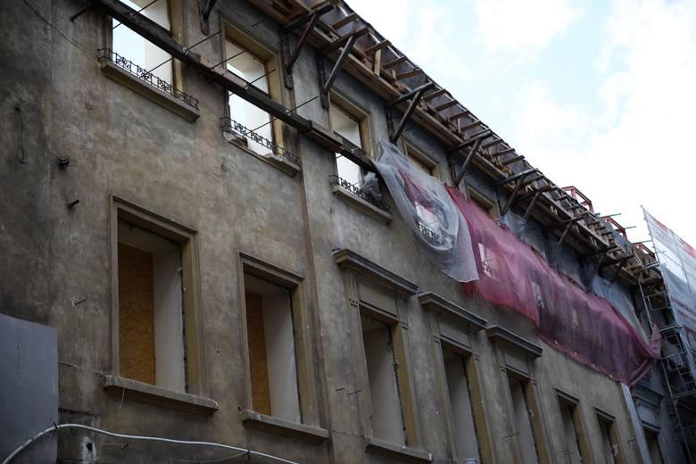 Wielu krakowian niepokoi skala przebudowy zabytkowego budynku, w którym powstaje nowy hotel Saski