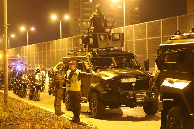 Próbna defilada w Katowicach. Żołnierze i czołgi na w środku nocy na al. Roździeńskiego. Zobaczcie ZDJĘCIA