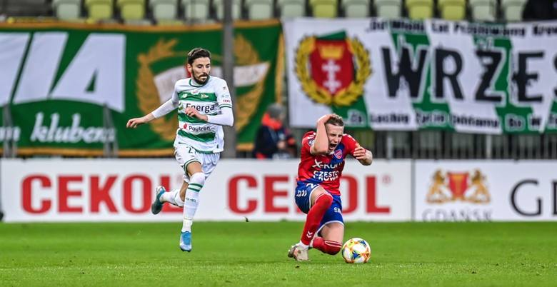 Biało-zieloni liczą się ze stratą reprezentanta Serbii, ale i stopera, który w zeszłym sezonie był jednym z najlepszych w lidze (ostatnio leczył kontuzję,
