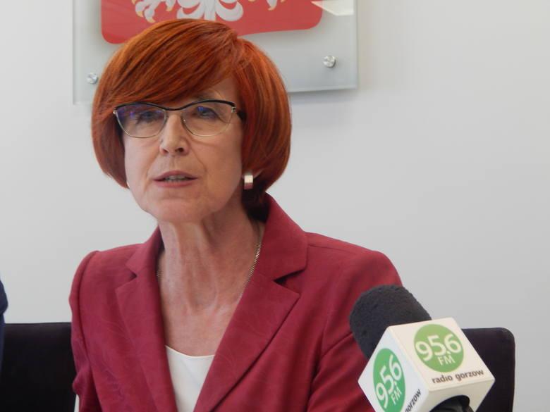 Minister Elżbieta Rafalska podsumowuje miesiąc funkcjonowania programu Rodzina 500 Plus