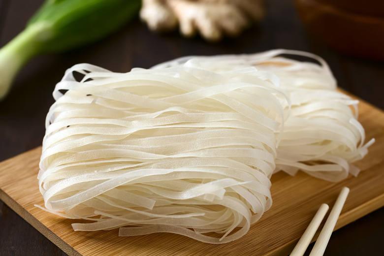 Z ziaren ryżu produkowany jest makaron ryżowy jasny lub ciemny. Niestety ma wysoki indeks glikemiczny i nie jest zalecany dla osób z zaburzeniami funkcjonowania