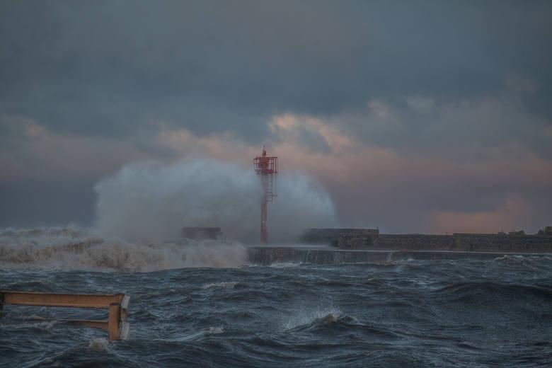 Według synoptyków na Pomorzu wiało mocno, ale najmocniej  - 110 km/h w Ustce. Pogoda ma się poprawić w czwartek