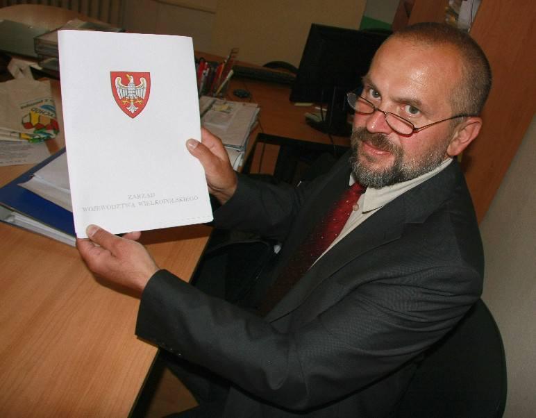 Jacek Kaczmarek ma 48 lat. Mieszka w Międzychodzie, kieruje skansenem w Mniszkach. Od 2006 r. jest prezesem stowarzyszenia Puszcza Notecka zrzeszającego