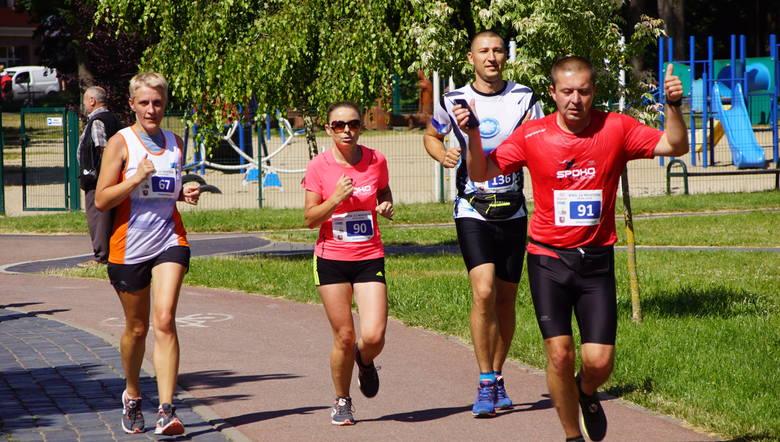 Zawodnik z Bytowa Dawid Garski zdobył pierwsze miejsce podczas Biegu 12 Mostów w Sławnie. Nieoficjalne wyniki. Bardzo dobre warunki pogodowe panowały