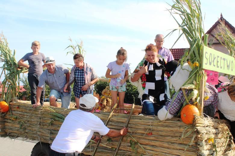 Tradycyjnie wybrano najpiękniejszy wieniec, mieszkańcy podzielili się chlebem, na scenie wystąpili lokalni artyści. Konkurs na najpiękniejszy wieniec
