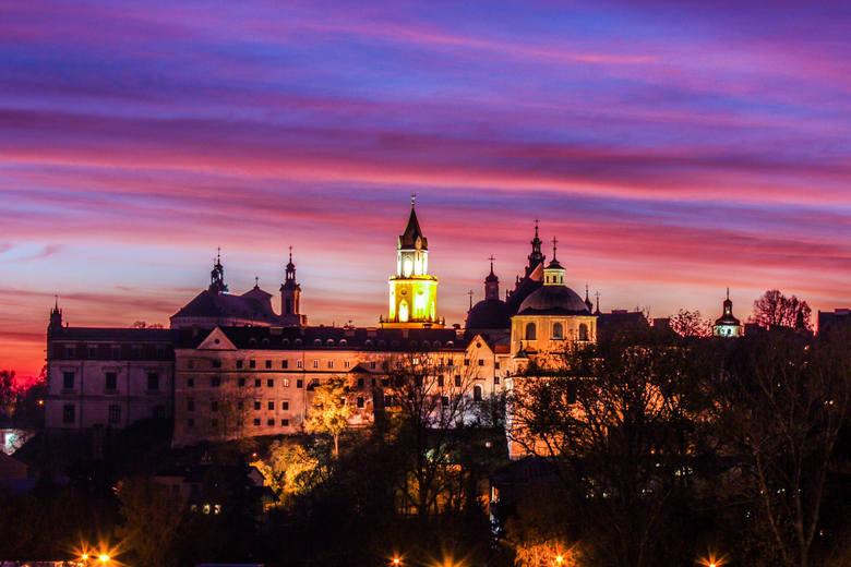 Lublin słynie przede wszystkim ze swojego neogotyckiego zamku, do którego dostaniemy się podążając ulicą Zamkową. Najsłynniejszym zamkowym pomieszczeniem