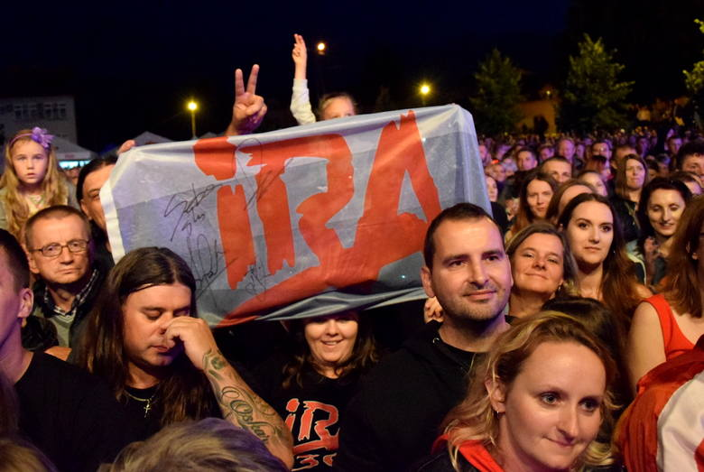 IRA była w niedzielę gwiazdą Dni Grębowa. Tysiące fanów bawiło się na koncercie legendarnej grupy rockowej, której liderem jest Artur Gadowski. ZOBACZ