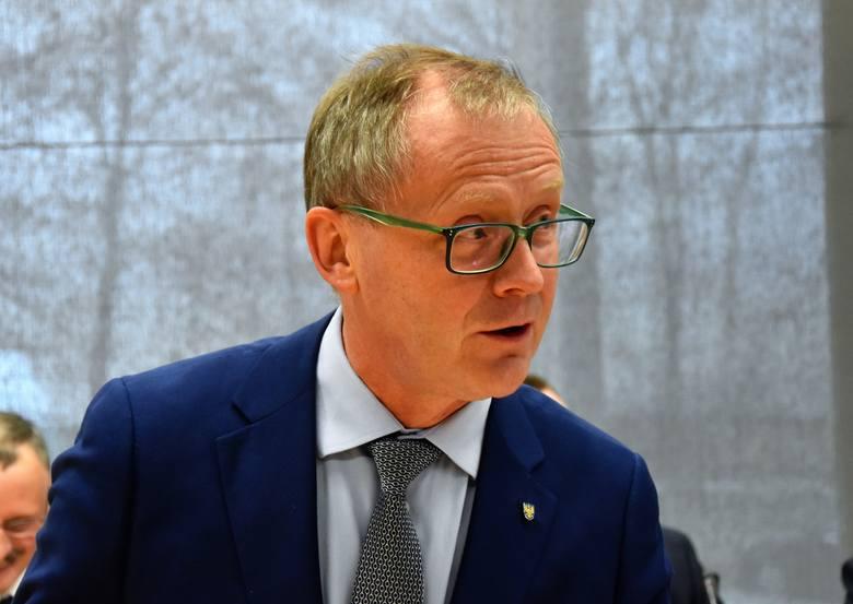 Roman Kolek, wicemarszałek województwa z Mniejszości Niemieckiej. Kandyduje do Senatu z okręgu nr 53, obejmującego wschodnią część województwa.Jeśli