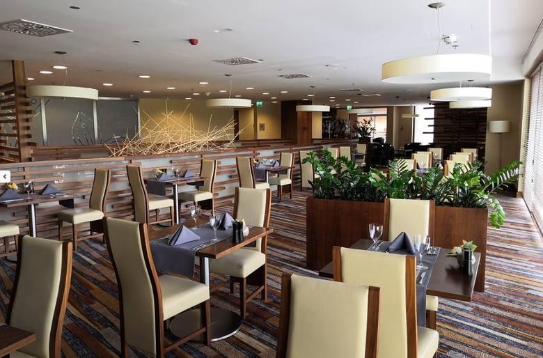 Wśród wyróżnionych w kategorii  Grand Award - 3 Widelce znalazła się również Restauracja The Garden Grille & Bar w Rzeszowie.Przytulne wnętrze