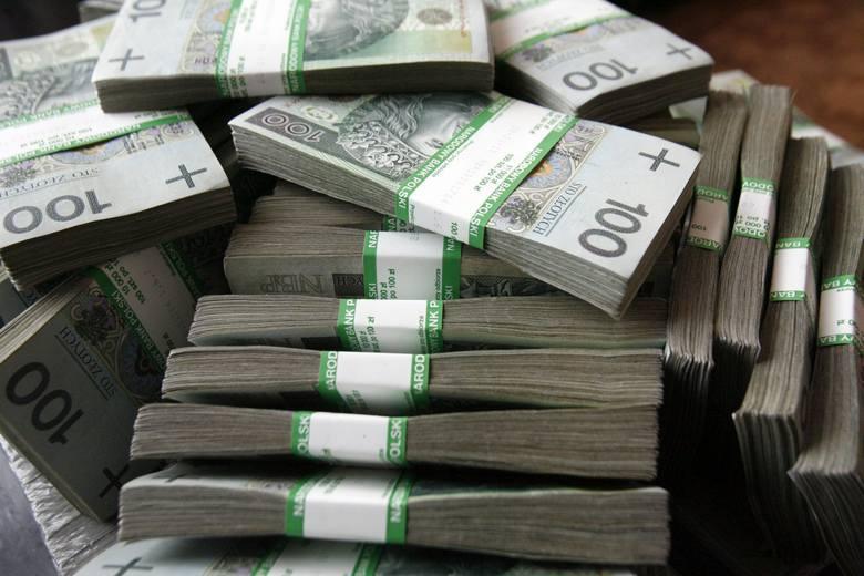 Suwałki. Ukradli księżom 20 tysięcy złotych z plebanii św. Piotra i Pawła