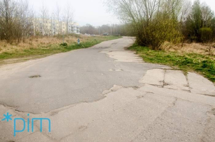 Mieszkańcy Kobylepola starają się o budowę ul. Folwarcznej już od 2011 roku. W 2013 roku skierowali do Rady Miasta projekt uchwały obywatelskiej w tej sprawie i odnieśli sukces. Inwestycja ma się rozpocząć dopiero w tym roku