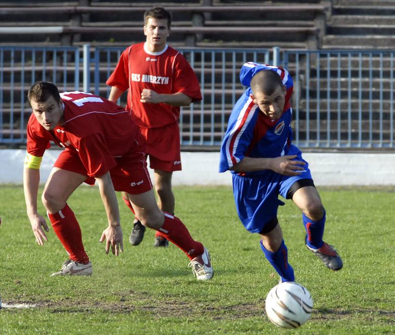 Do piłki startują: Tomasz Michalczyszyn (Arkonia, z prawej) oraz Paweł Cymanowski (GKS, z lewej).