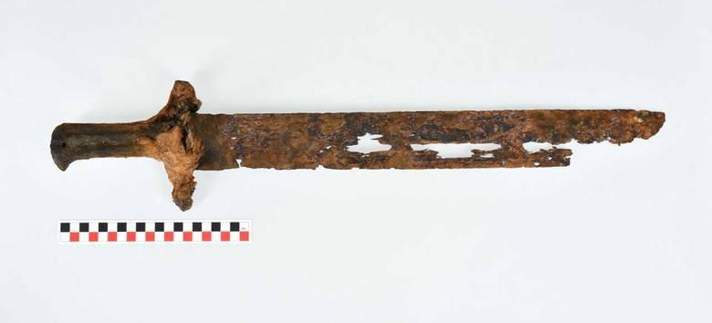 Unikalne znaleziska w Muzeum Historycznym w Sanoku. Trafiły tu skarb sprzed 3000 lat i 500-letni tasak