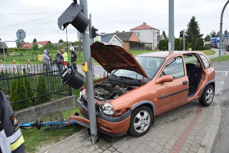 Dzieci w wieku 5 i 8 lat, a także trzy kobiety zostały ranne w wypadku, do jakiego doszło w czwartek rano na drodze wojewódzkiej numer 723 w Tarnobrzegu