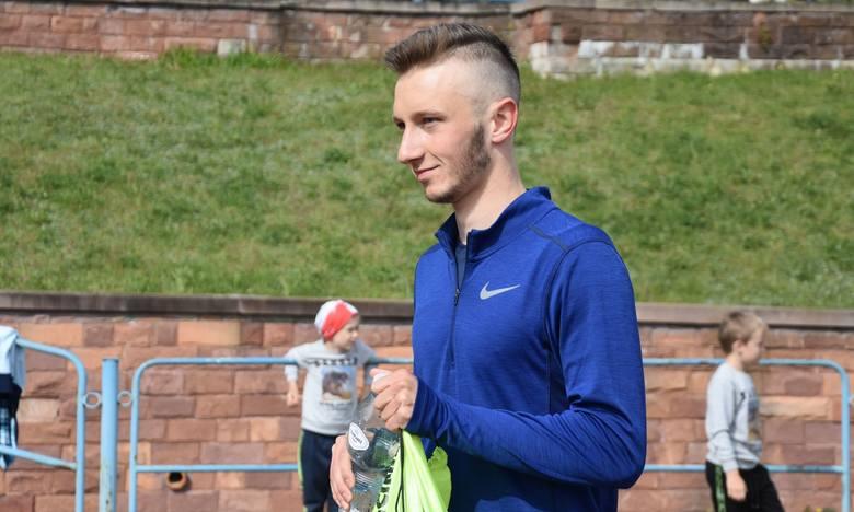 W sobotę na stadionie lekkoatletycznym w Kielcach biegacze KKL trenowani przez Krzysztofa Jóźwika mieli sprawdziany formy. -W czasie kwarantanny trenowali