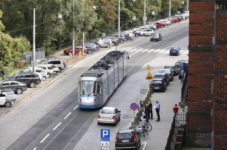 W dniach 26-30 czerwca 2019 roku (od najbliższej środy do niedzieli) w godzinach 19:00-24:00 zostanie wyłączony ruch tramwajowy na ulicy Podwale na odcinku