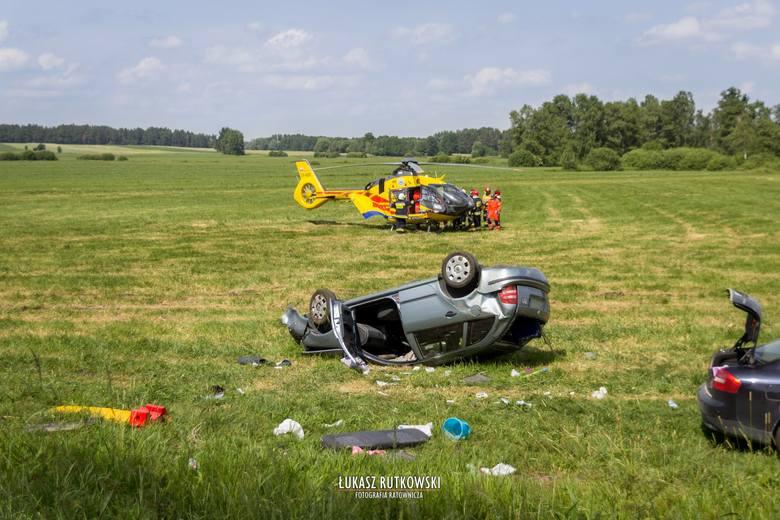 W sobotę około godz. 14 doszło do groźnie wyglądającego wypadku w miejscowości Dziękonie na DK 65. Zdjęcia dzięki uprzejmości: Łukasz Rutkowski/ OSP