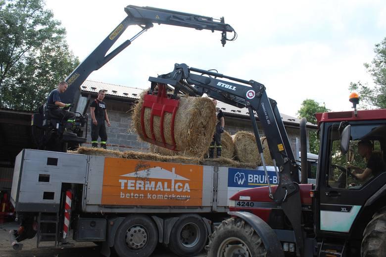 Dary dla powodzian z Łapanowa przekazywali mieszkańcy, rolnicy, firmy