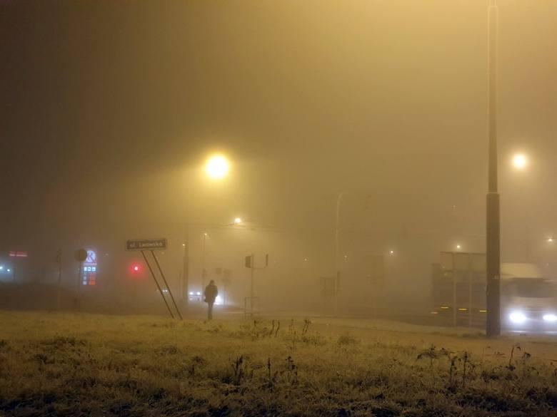 Bardzo gęsta mgła nad Lublinem. Widoczność na drogach jest mocno ograniczona