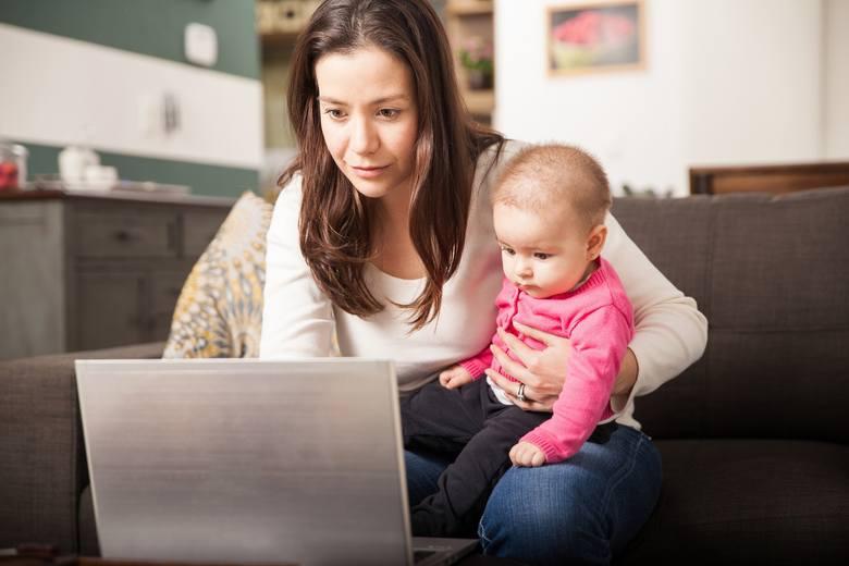 To, że pracujesz z domu, nie oznacza, że jesteś do dyspozycji domowników. Znajdź więc w domu takie miejsce do pracy, gdzie nikt nie będzie ci przeszkadzał