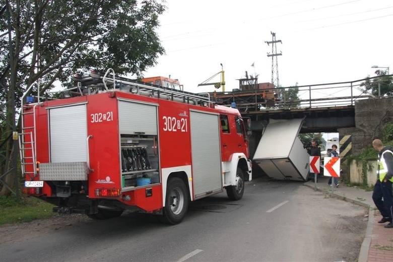 12 września 2009 roku mercedes Sprinter z ładunkiem nie zmieścił się pod wiaduktem na ul. Krapkowickiej.
