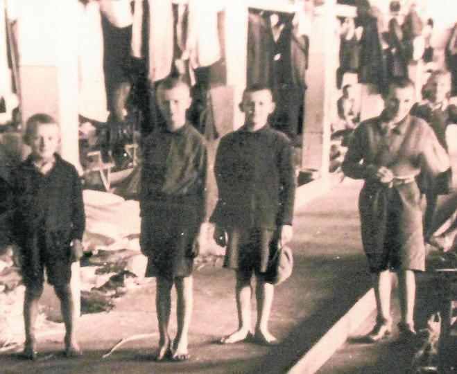 Więźniowie obozu przy ul. Przemysłowej