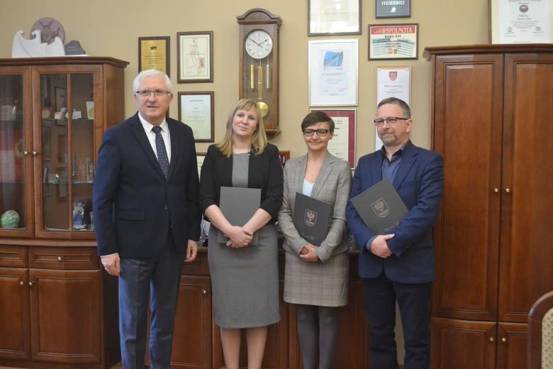 Przedstawiciele firm: Ovopol, Nord Napędy oraz Karton-Pak odwiedzili prezydenta Nowej Soli, który gratulował im sukcesu.