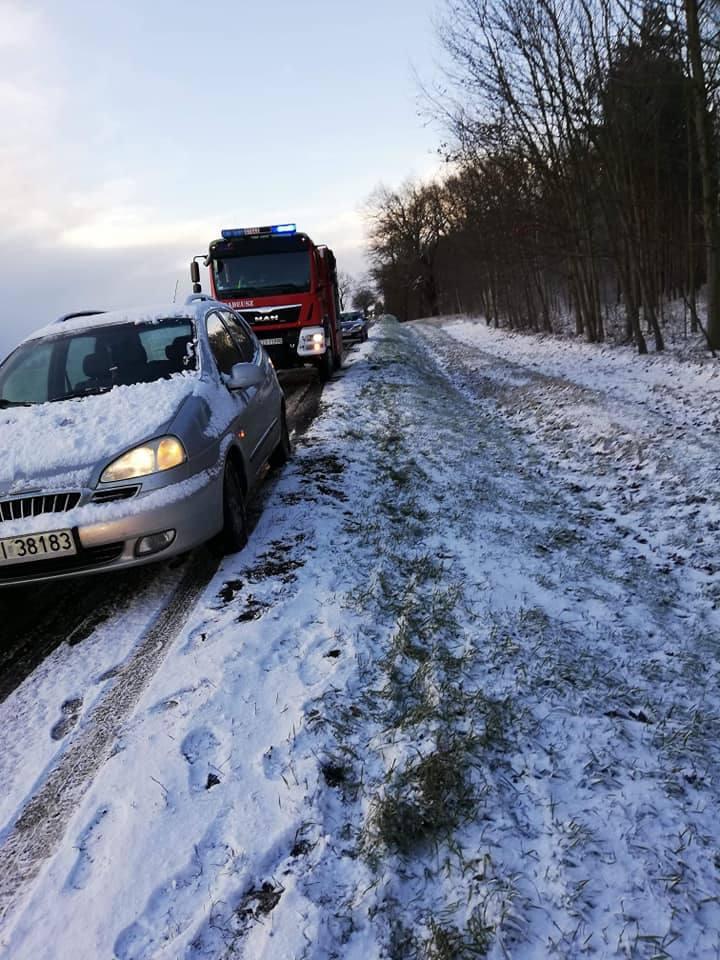W poniedziałek, 14 stycznia, w Lubuskiem zaatakowała zima. Na drogach w ciągu kilkunastu minut zrobiło się ślisko. Kierowcy ostrzegają, że w wielu miejscach