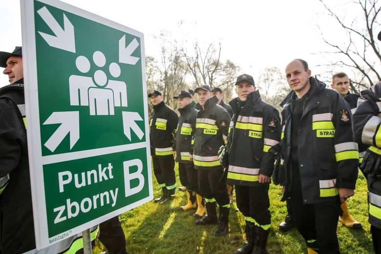 Pożar w spalarni śmieci - ćwiczenia strażaków