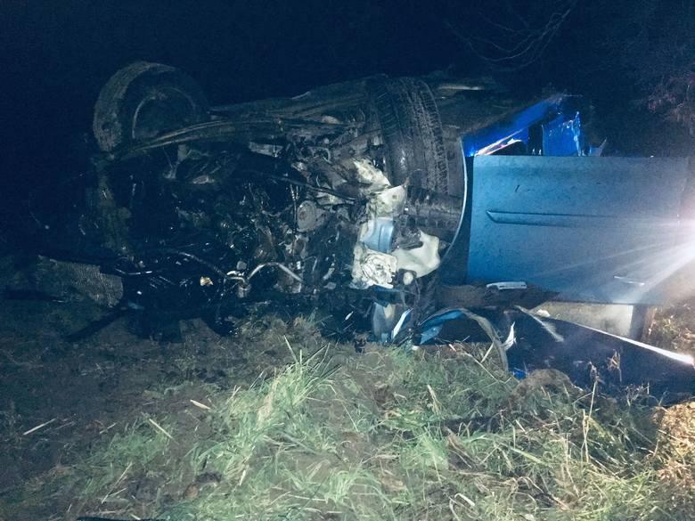 W poniedziałkowy wieczór do groźnego wypadku doszło na drodze Mielno - Gąski.Kierujący Citroenem z nieznanych przyczyn stracił panowanie nad pojazdem,