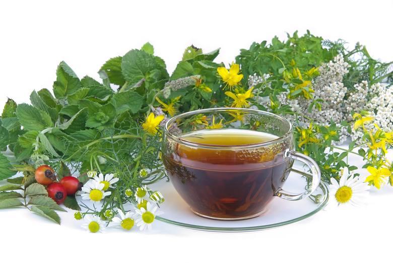 Herbatki ziołowe wspomagają odchudzanie na różne sposoby, m.in. zwiększają spalanie kalorii, hamują apetyt i wspomagają usuwanie z organizmu toksyn i