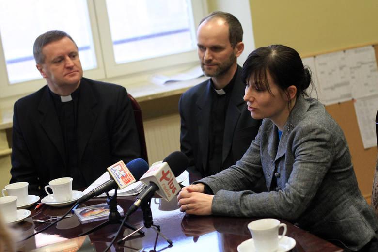 Ksiądz Krzysztof Buchholz (od lewej), o. Marek Walkusz i Mariola Ciesielska zapraszają w Niedzielę Palmową do Doliny Śmierci